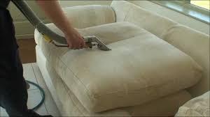 Sistem Praktis Membersihkan Noda di Sofa